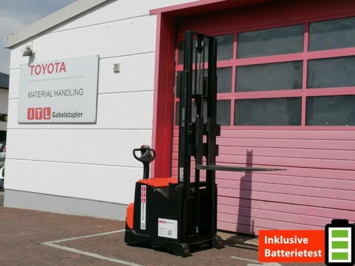 Toyota-Gabelstapler-212 002258 1