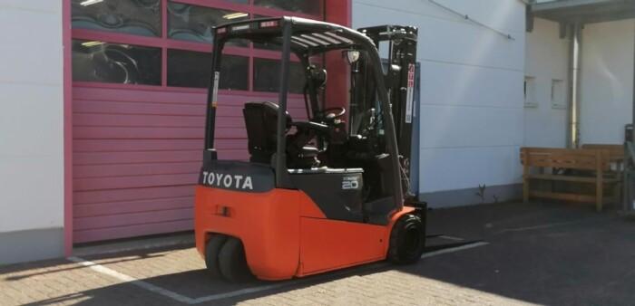 Toyota-Gabelstapler-212 013506 5
