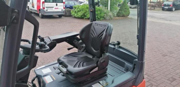 Toyota-Gabelstapler-212 013528 6