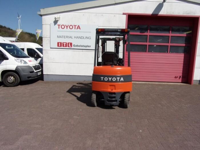 Toyota-Gabelstapler-212 013984 6