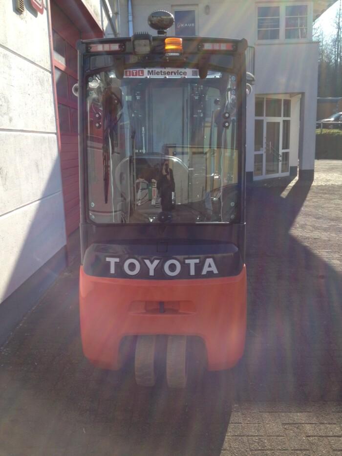 Toyota-Gabelstapler-212 15553 7 2