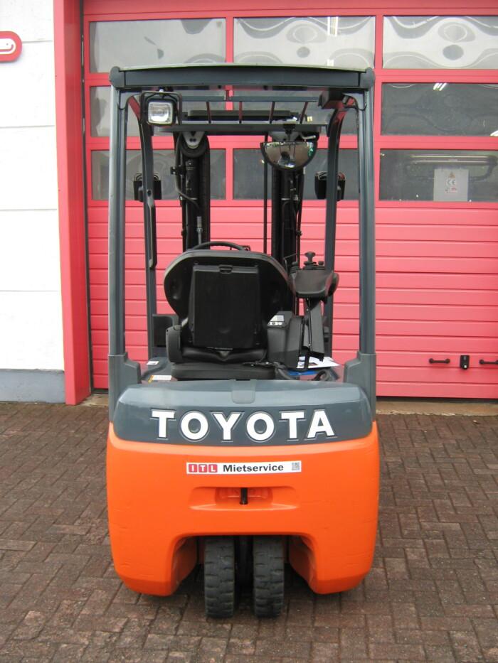 Toyota-Gabelstapler-212 17325 5 186 rotated