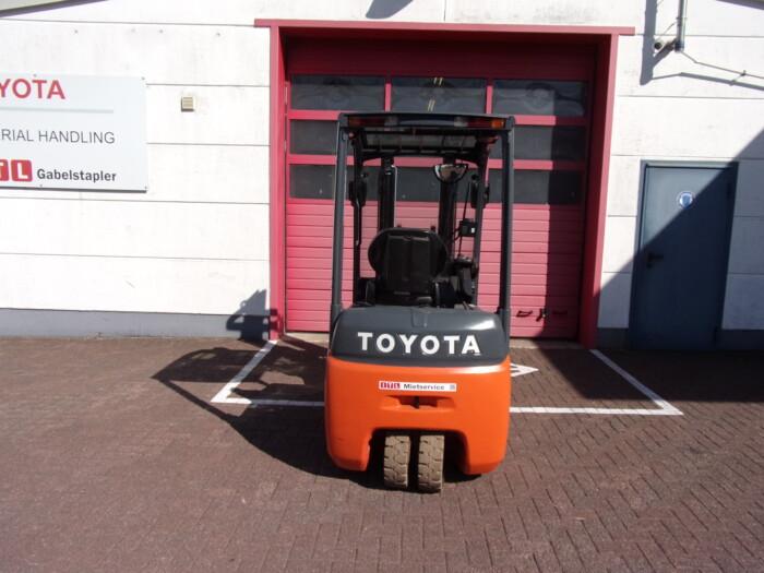 Toyota-Gabelstapler-212 18399 6 scaled