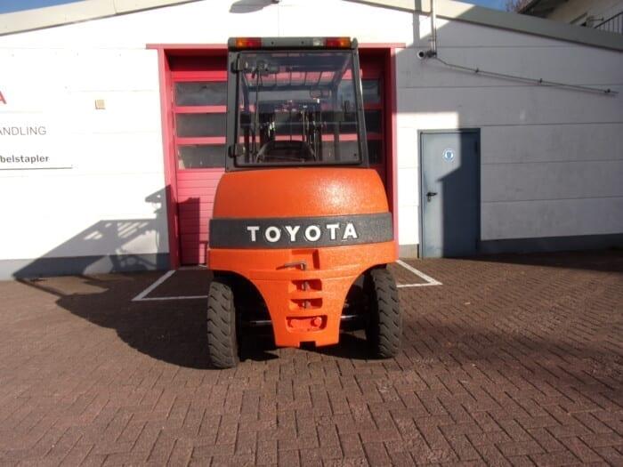 Toyota-Gabelstapler-212 18423 5 2 scaled