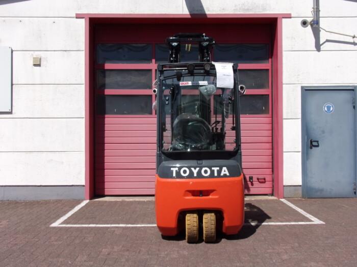 Toyota-Gabelstapler-212 20048 4 2 scaled