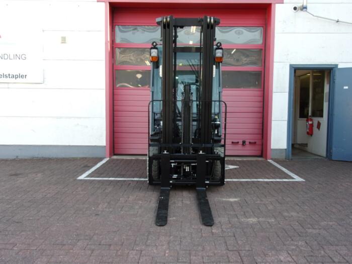 Toyota-Gabelstapler-212 20471 4 4 scaled