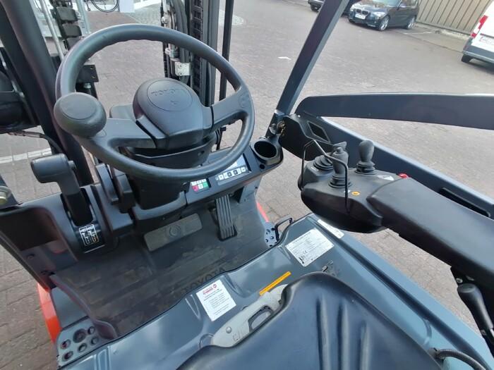 Toyota-Gabelstapler-212 21479 9 scaled