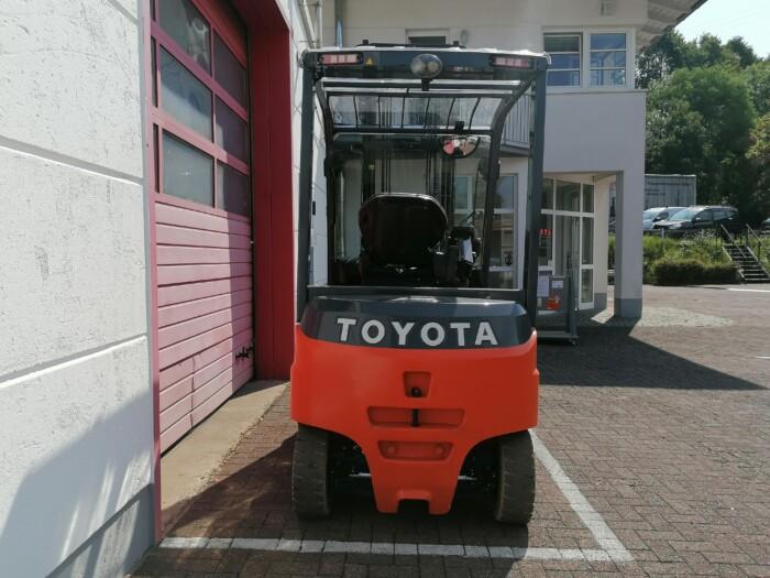 Toyota-Gabelstapler-212 21512 8 scaled