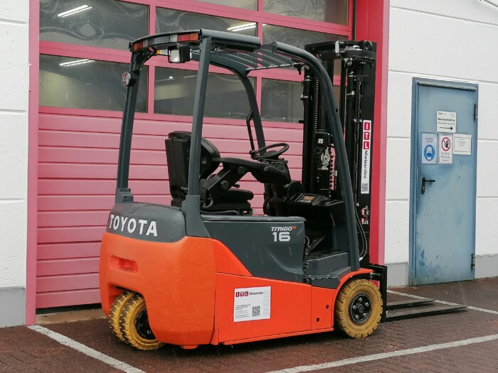 Toyota-Gabelstapler-212 22067 6 2 scaled
