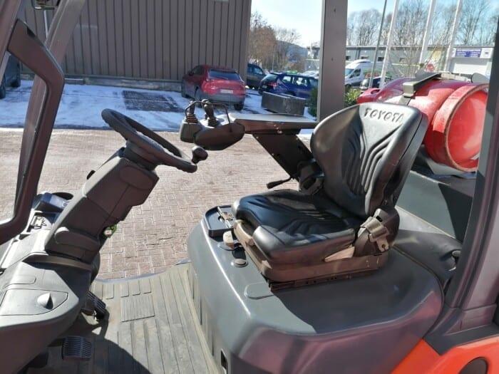 Toyota-Gabelstapler-212 22104 8 scaled
