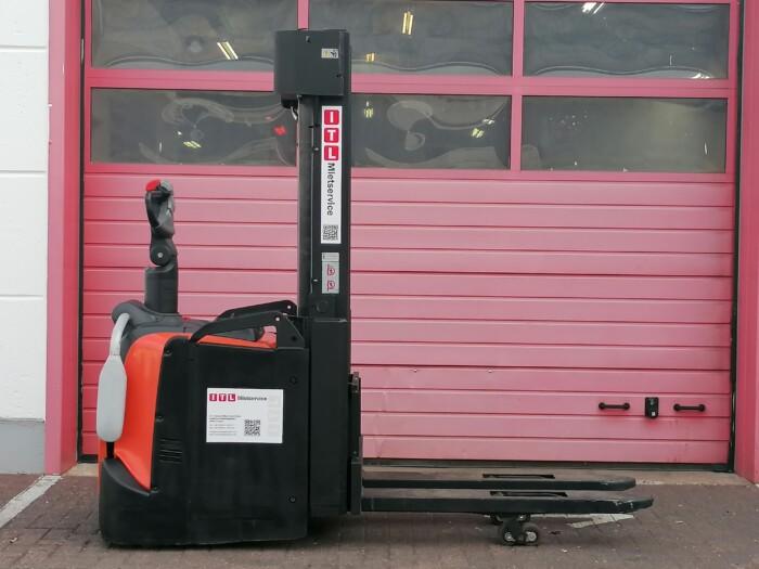 Toyota-Gabelstapler-212 22279 2 scaled