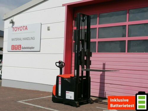 Toyota-Gabelstapler-212 22430 1