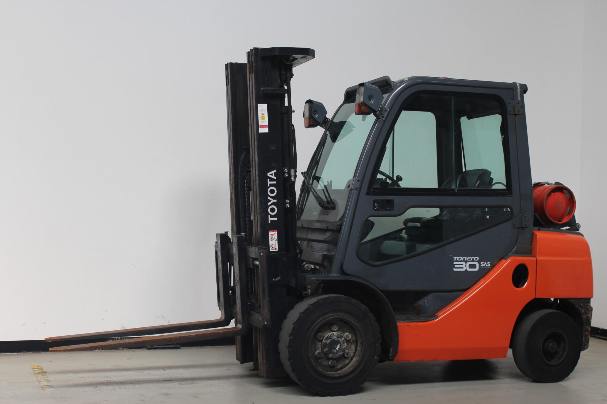 Toyota-Gabelstapler-59840 1403009825 1 scaled