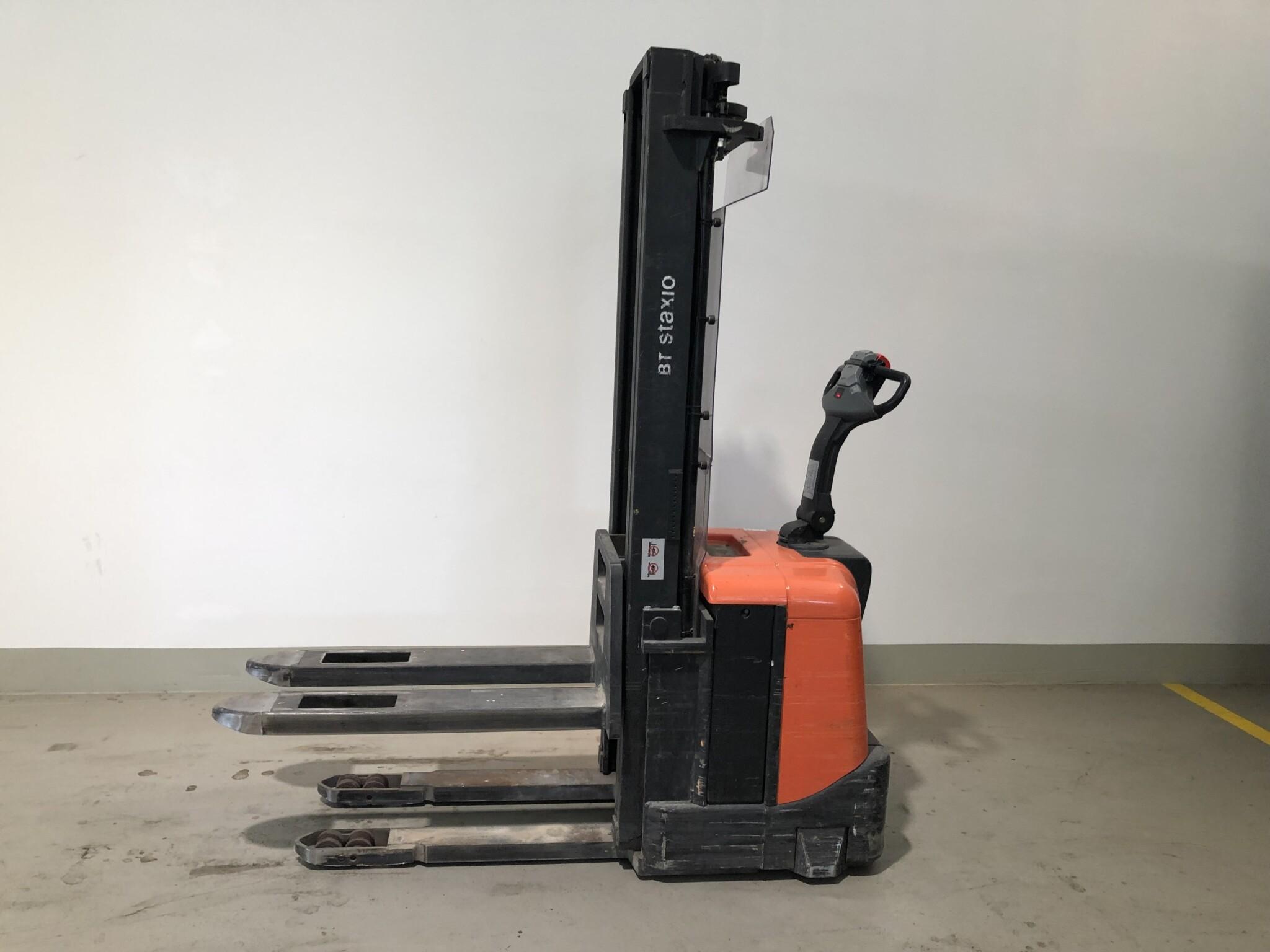 Toyota-Gabelstapler-59840 1403030427 1 scaled