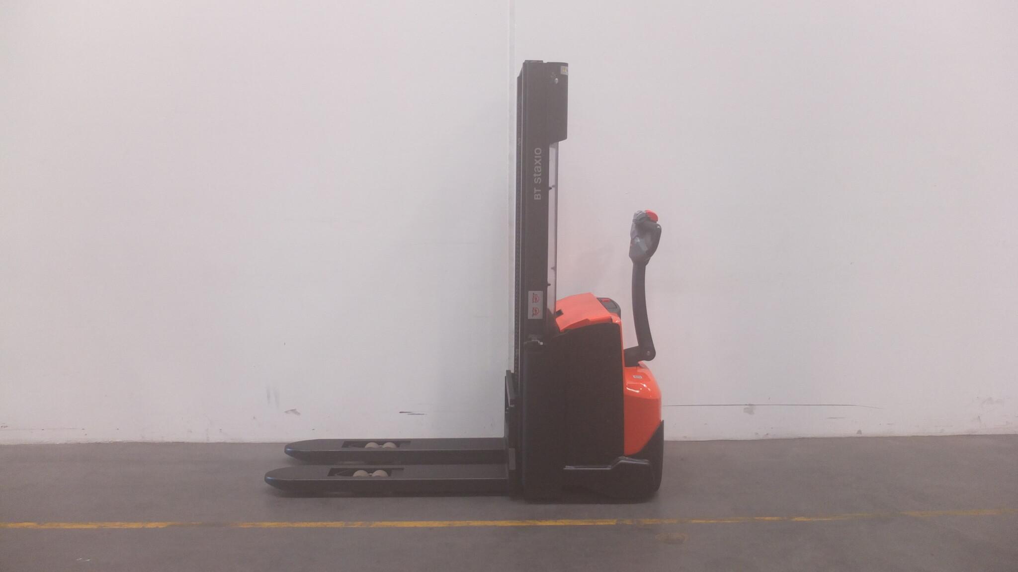 Toyota-Gabelstapler-59840 1410032286 1 scaled