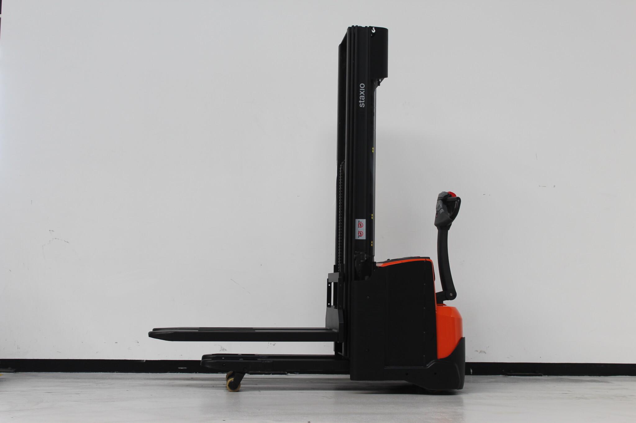 Toyota-Gabelstapler-59840 1410033734 1 scaled