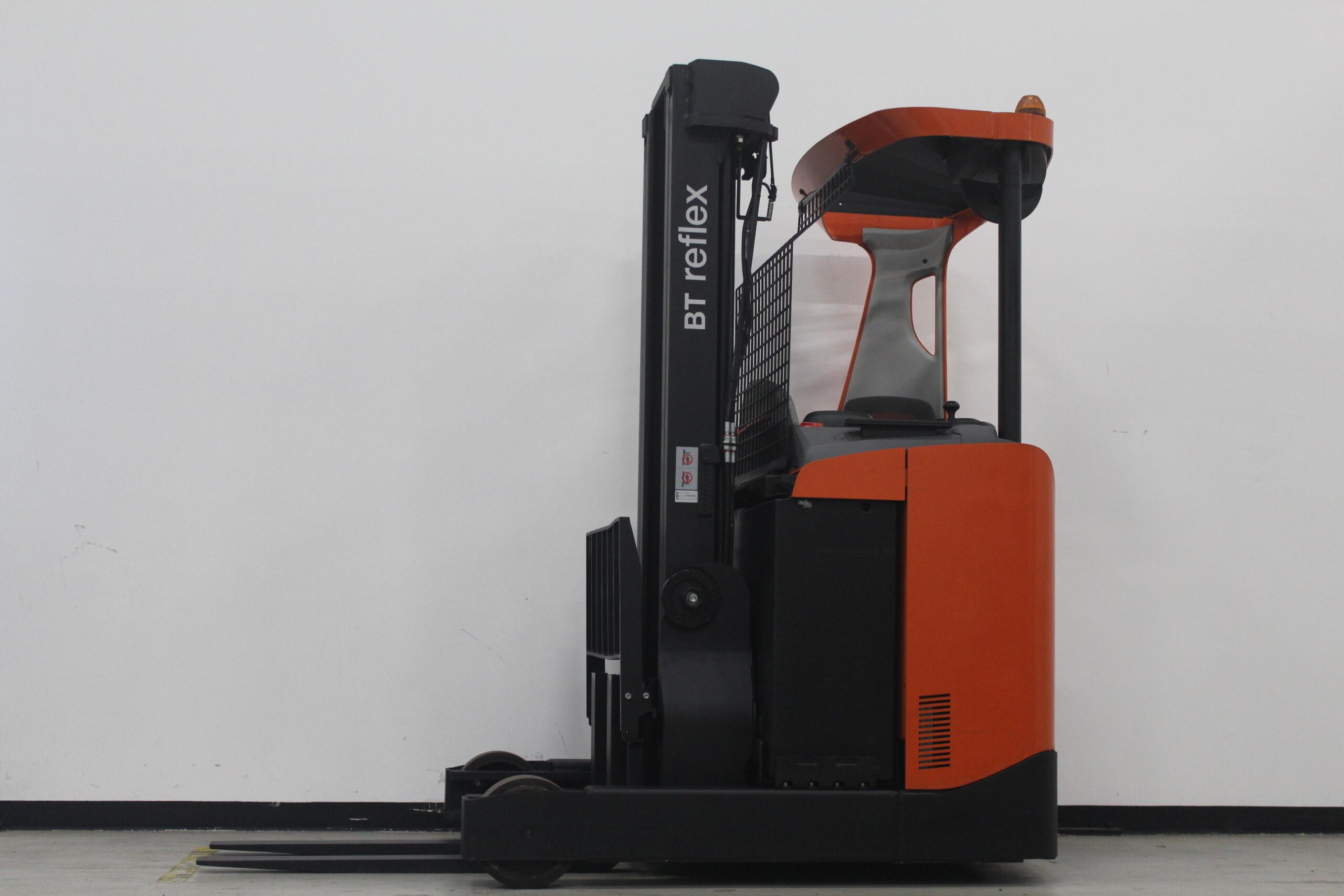 Toyota-Gabelstapler-59840 1604020085 1 35 scaled