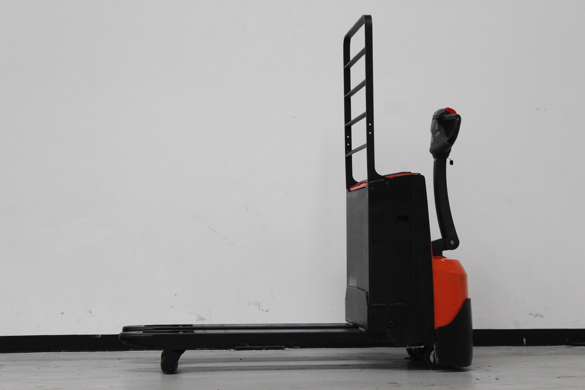 Toyota-Gabelstapler-59840 1605037343 1 scaled