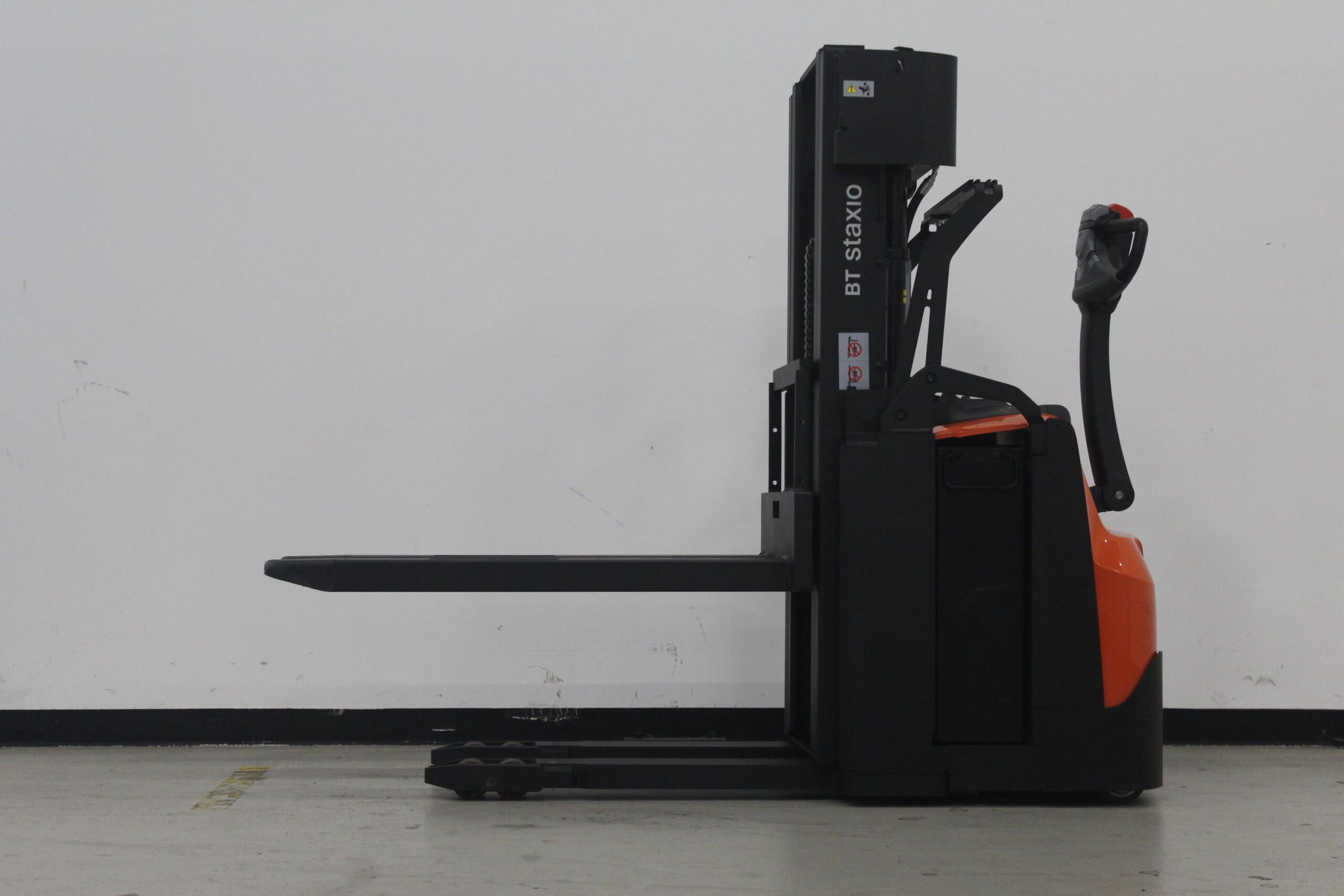 Toyota-Gabelstapler-59840 1606014481 1 34 scaled