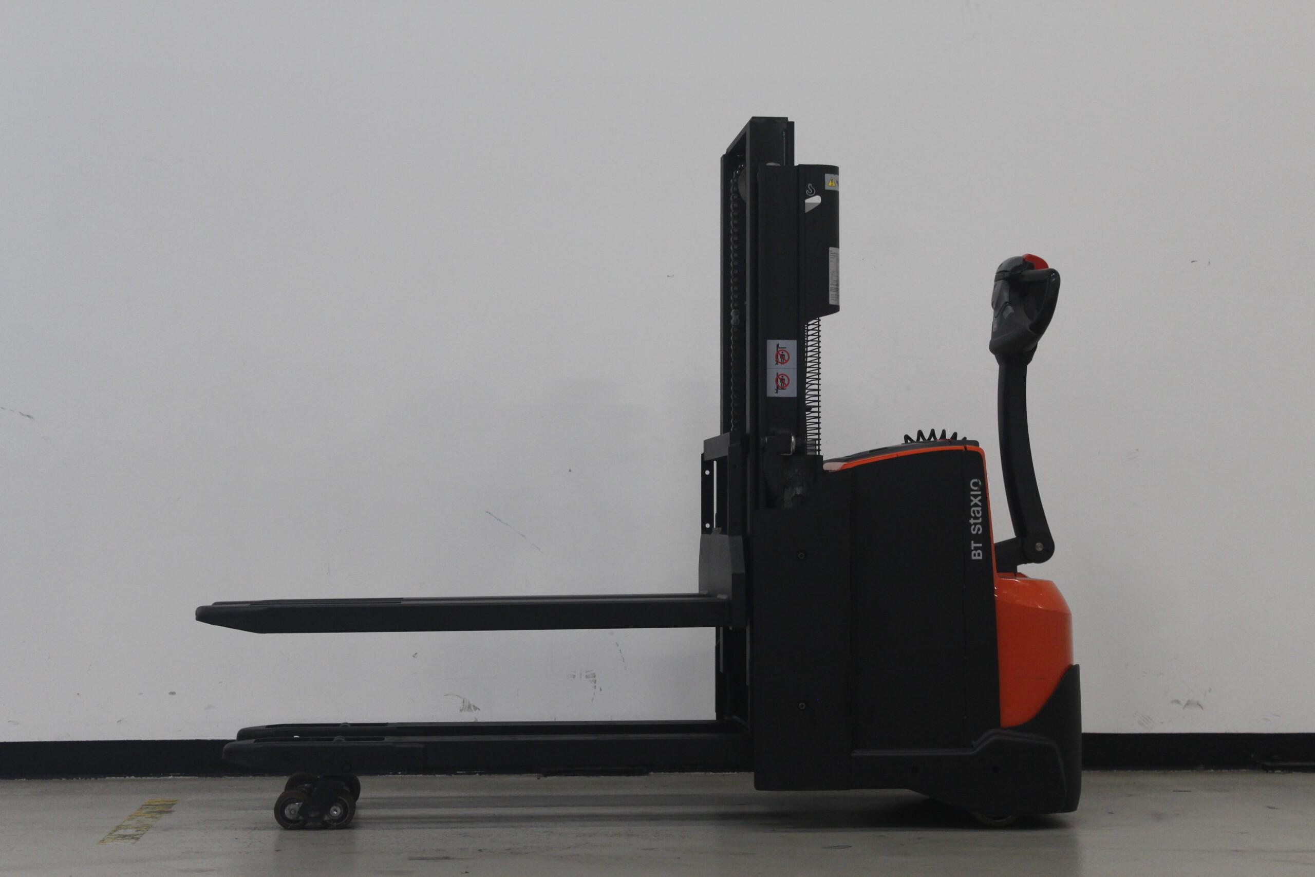 Toyota-Gabelstapler-59840 1610083795 1 8 scaled