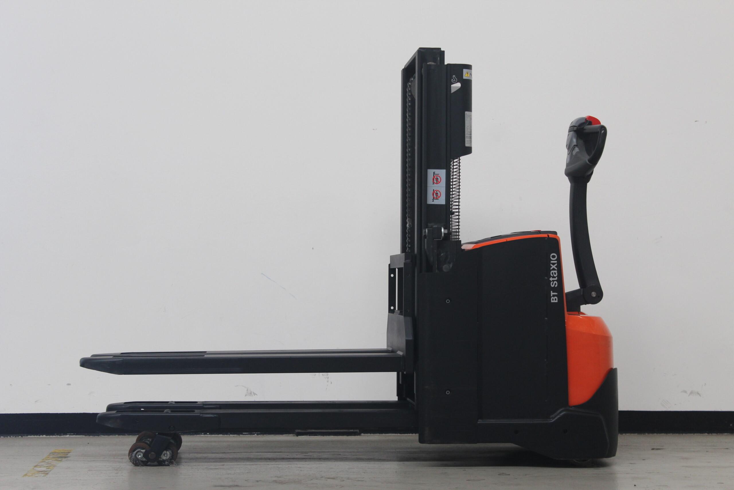 Toyota-Gabelstapler-59840 1610083799 1 8 scaled