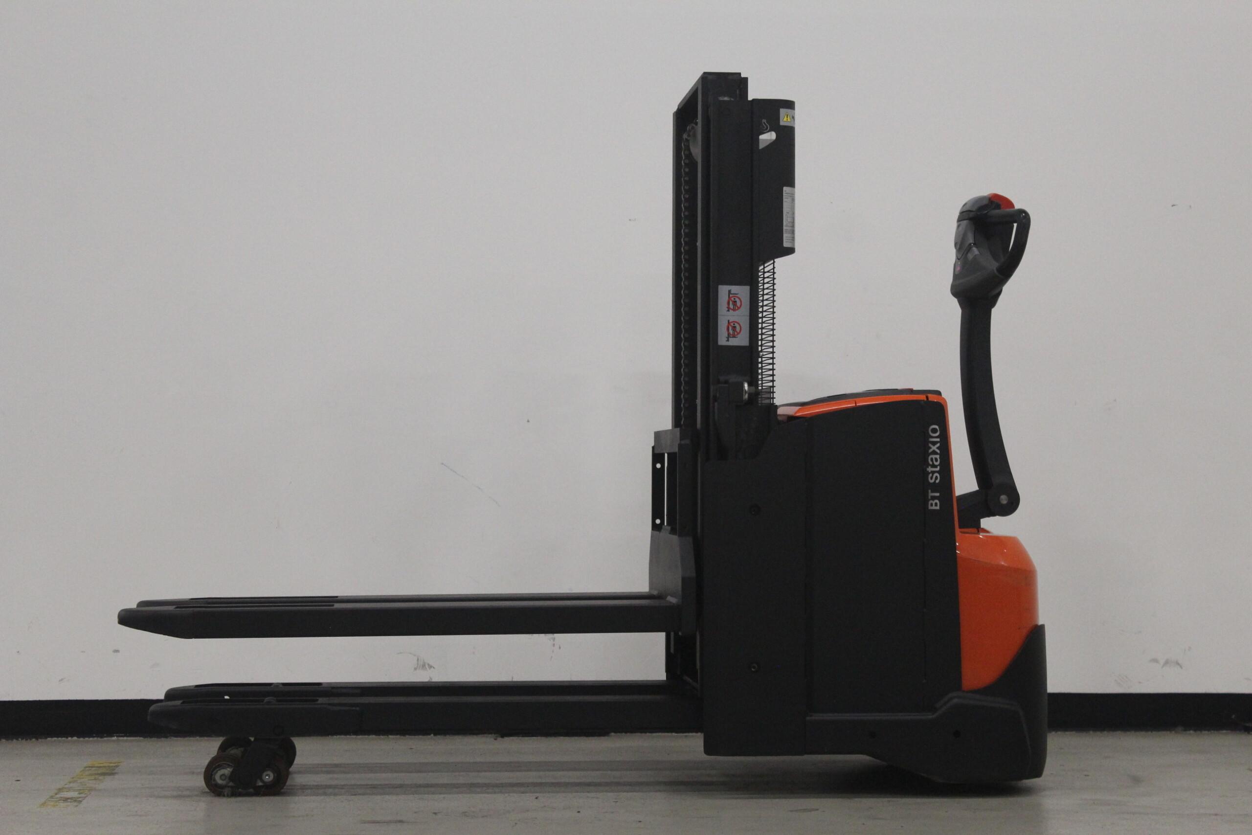 Toyota-Gabelstapler-59840 1610088309 1 26 scaled