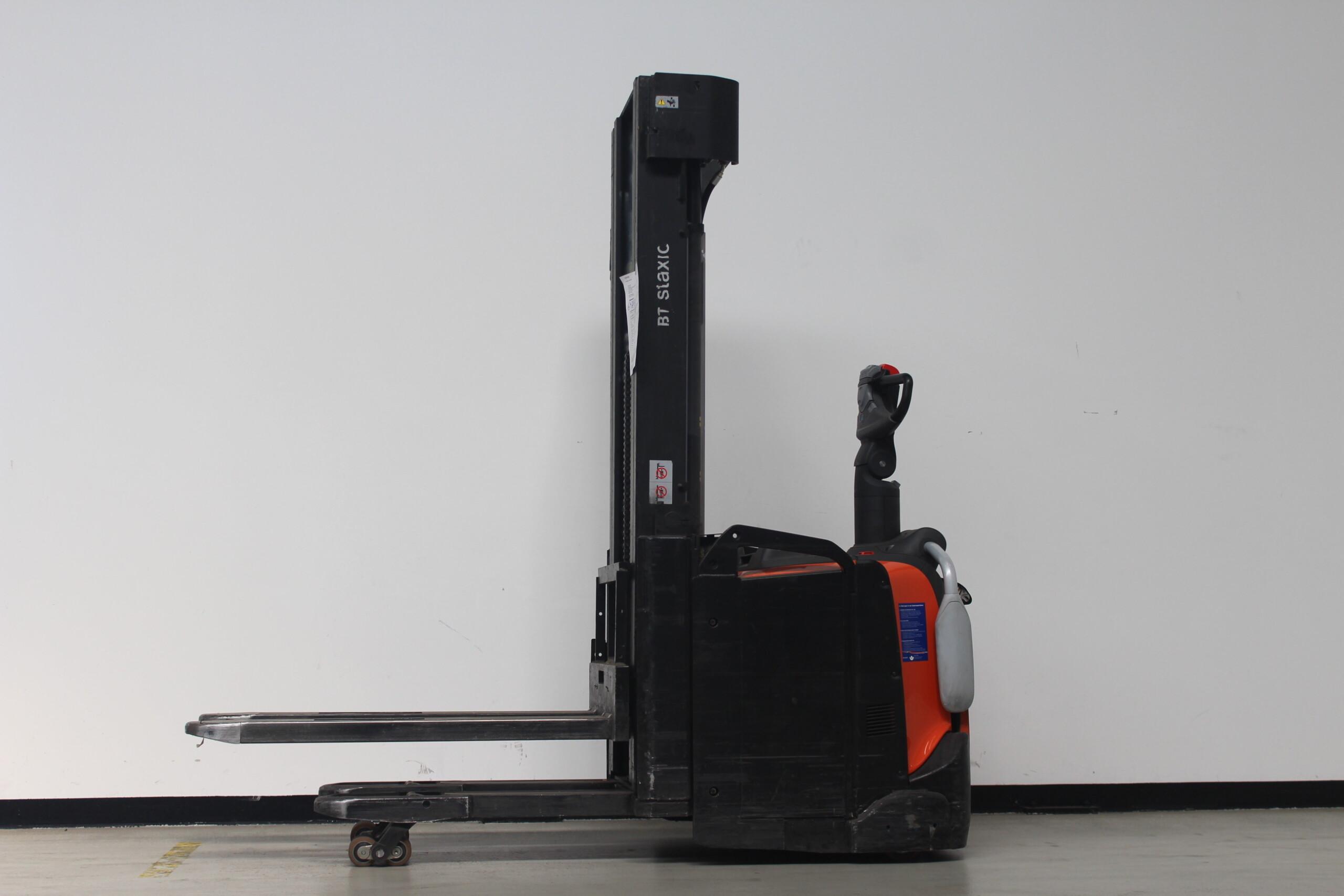 Toyota-Gabelstapler-59840 1701022219 1 89 scaled