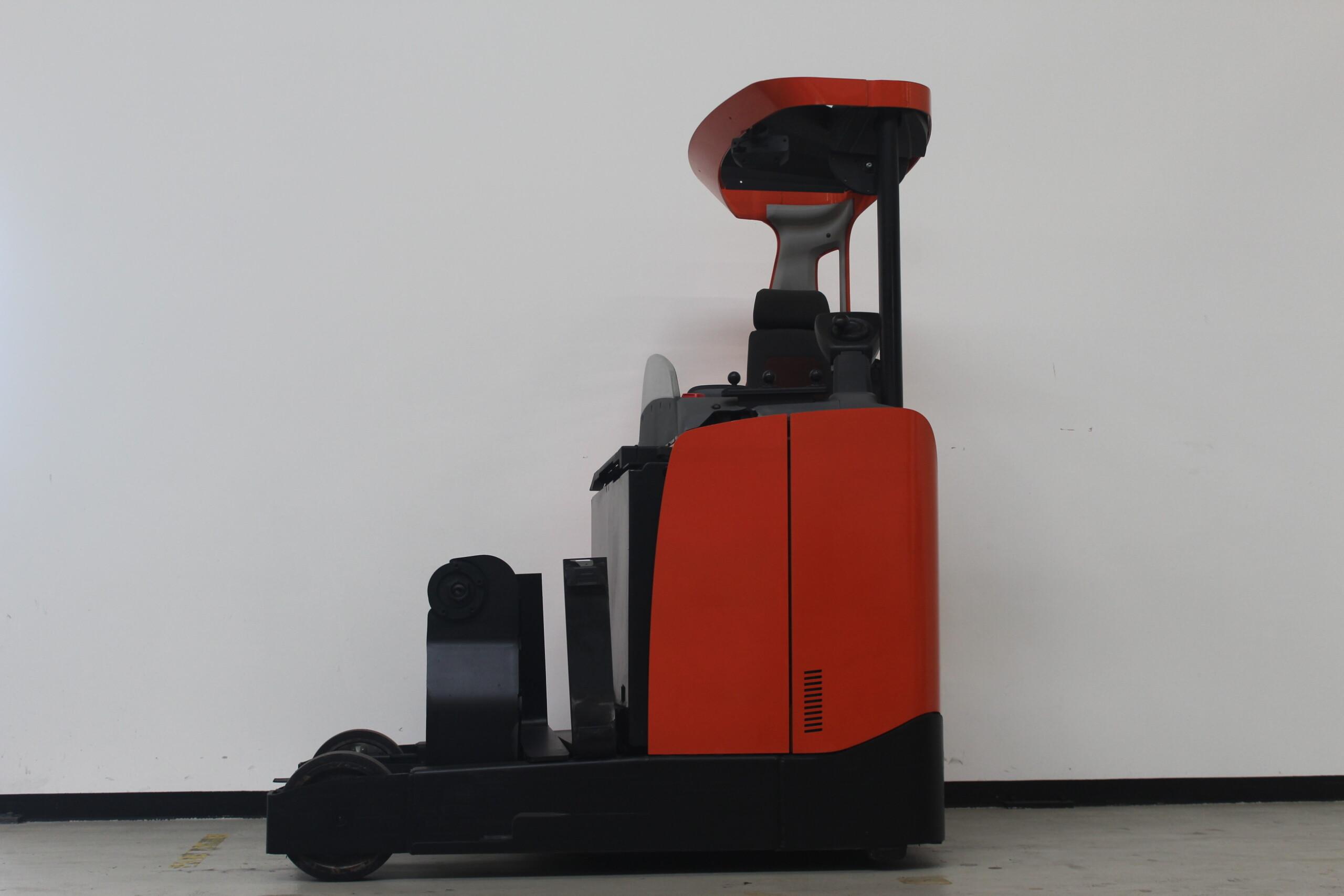 Toyota-Gabelstapler-59840 1704002480 1 83 scaled