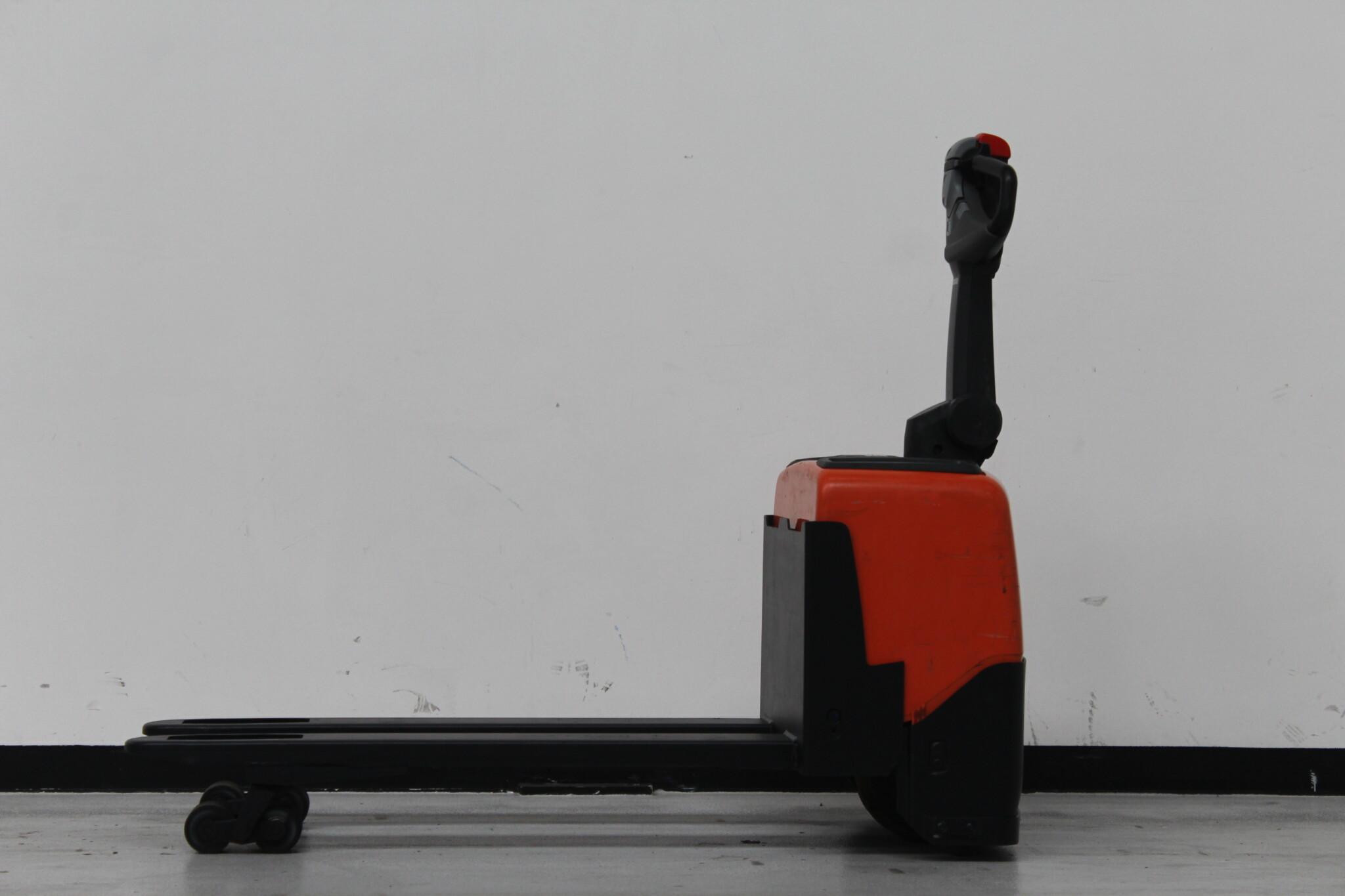 Toyota-Gabelstapler-59840 1705000884 1 scaled
