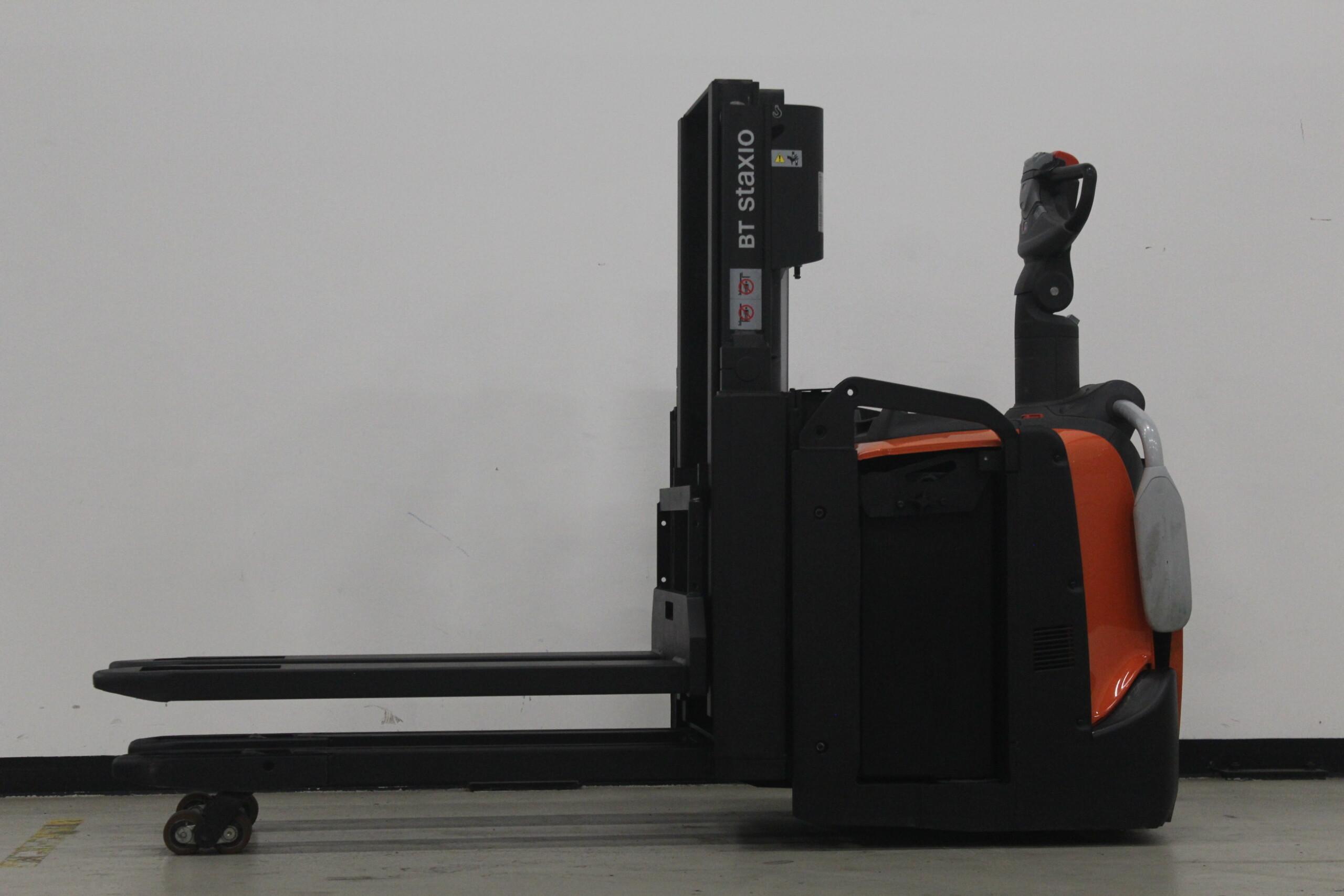 Toyota-Gabelstapler-59840 1712007106 1 23 scaled