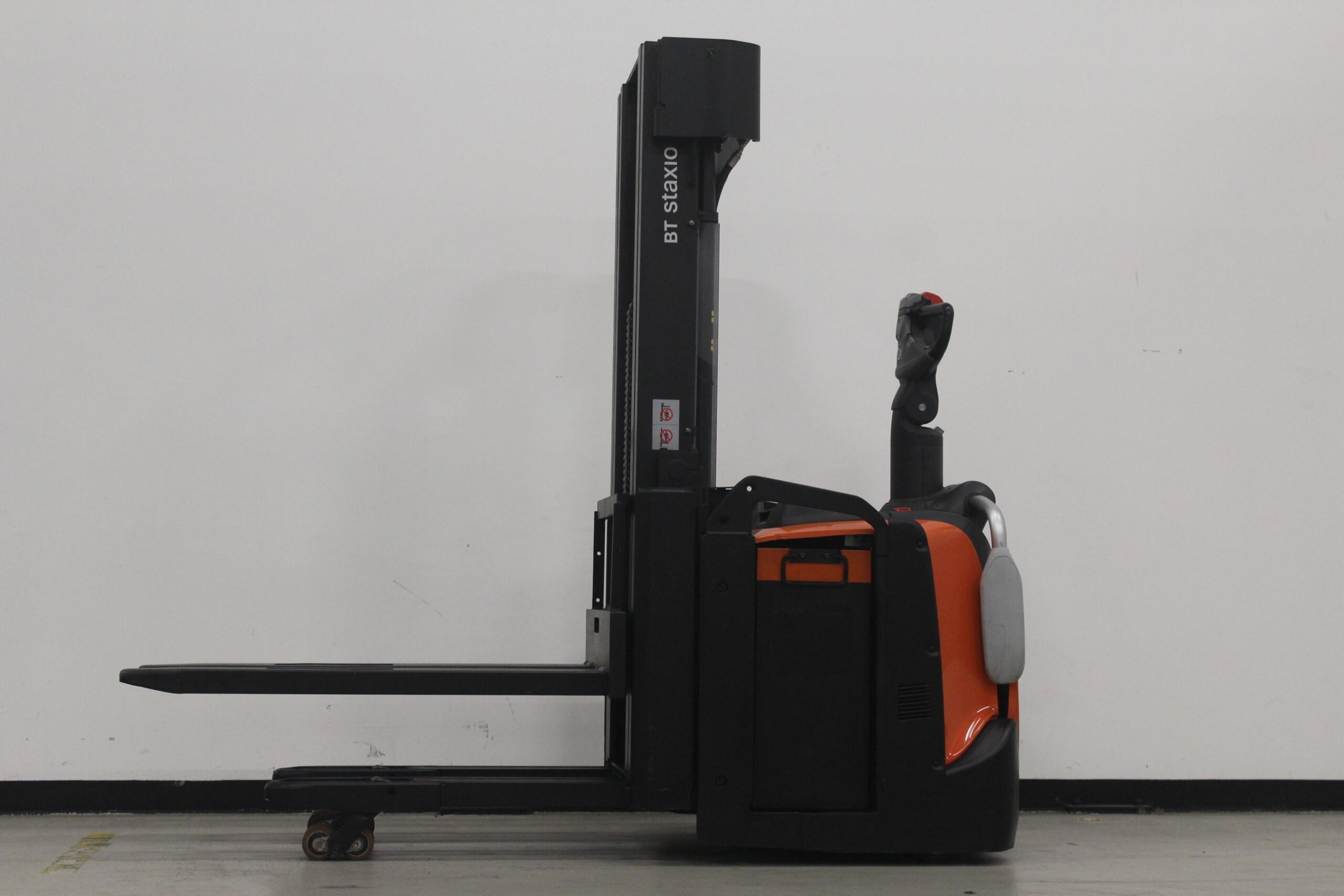 Toyota-Gabelstapler-59840 1712015667 1 7 scaled