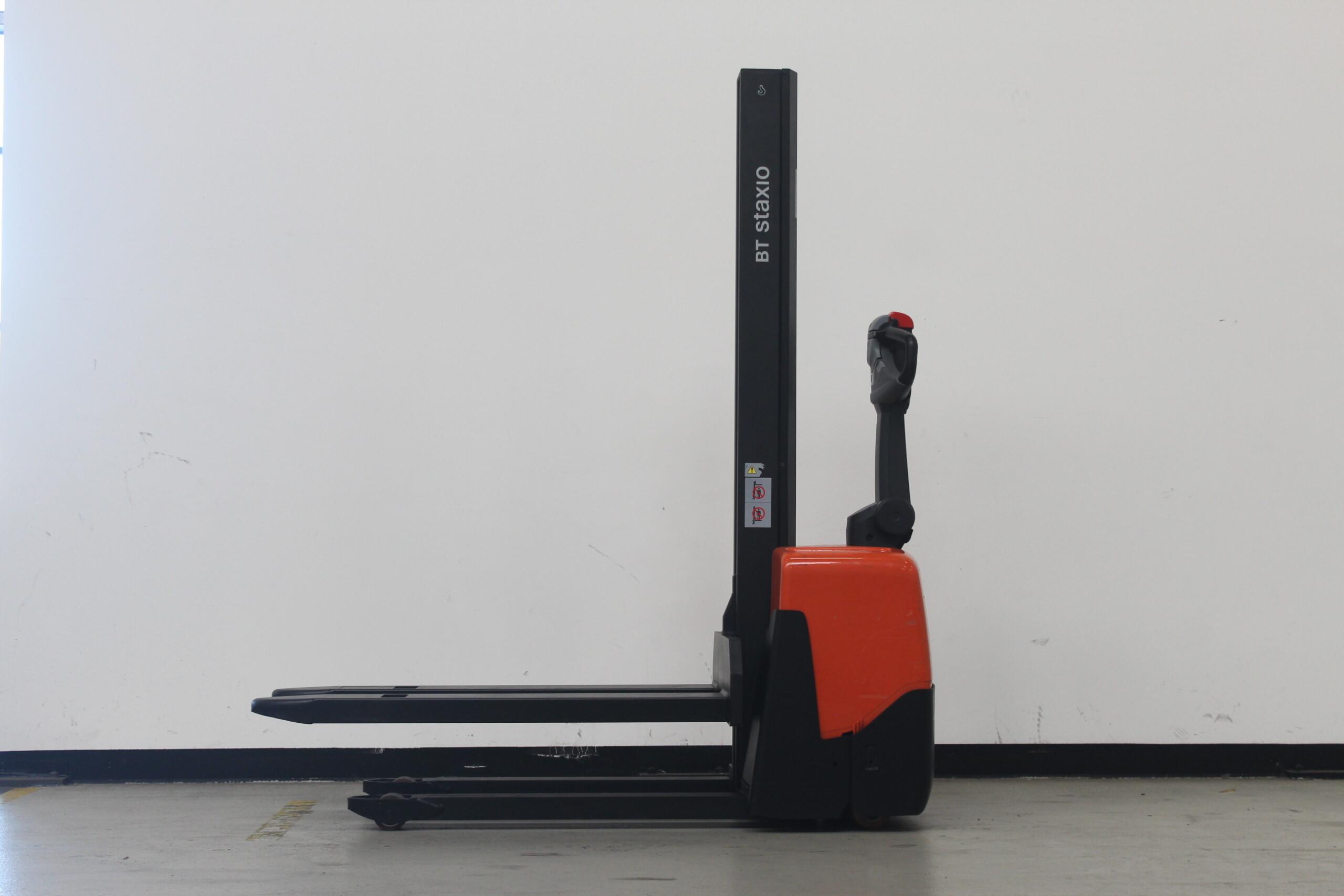 Toyota-Gabelstapler-59840 1805024986 1 4 scaled