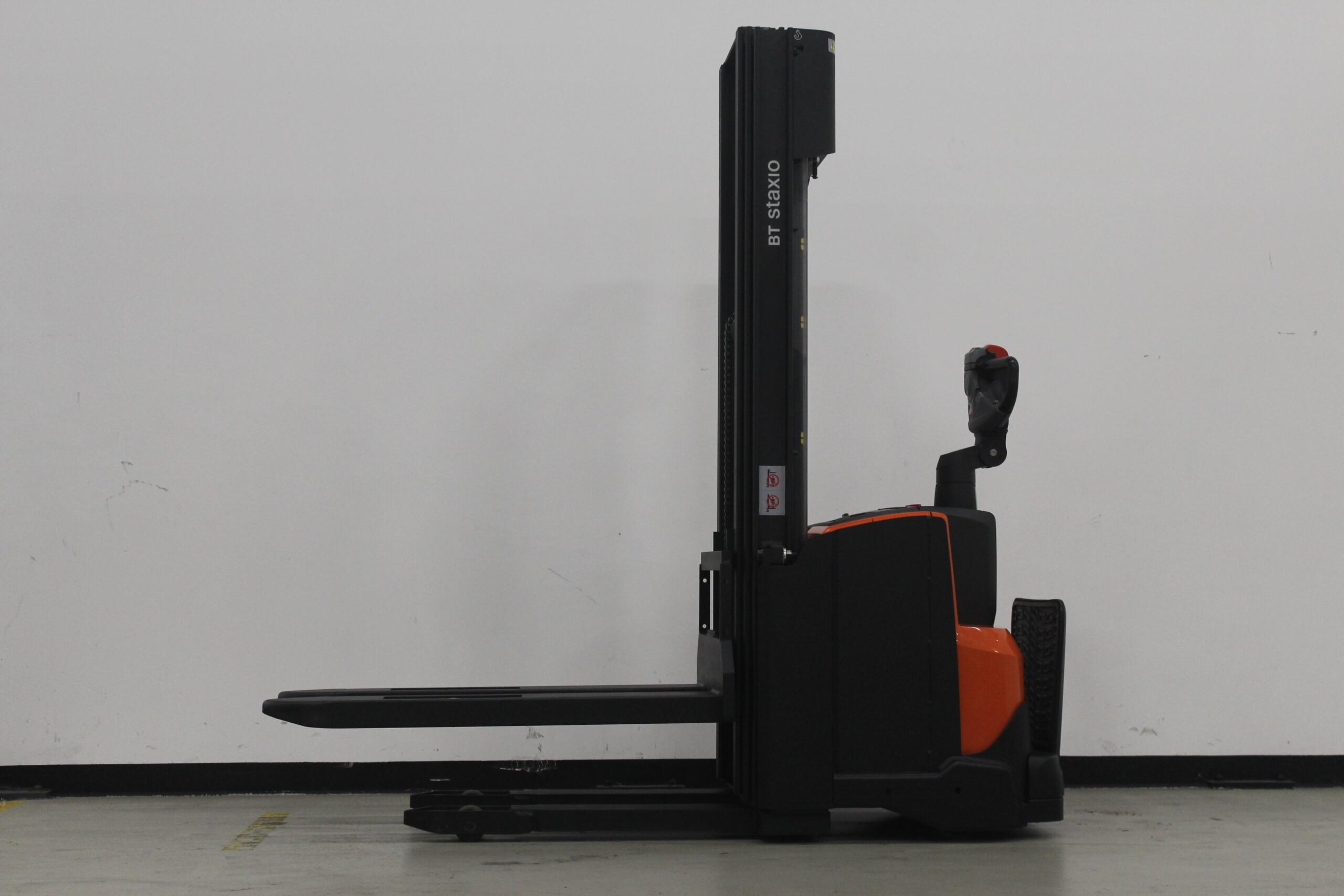 Toyota-Gabelstapler-59840 1806294000 1 26 scaled