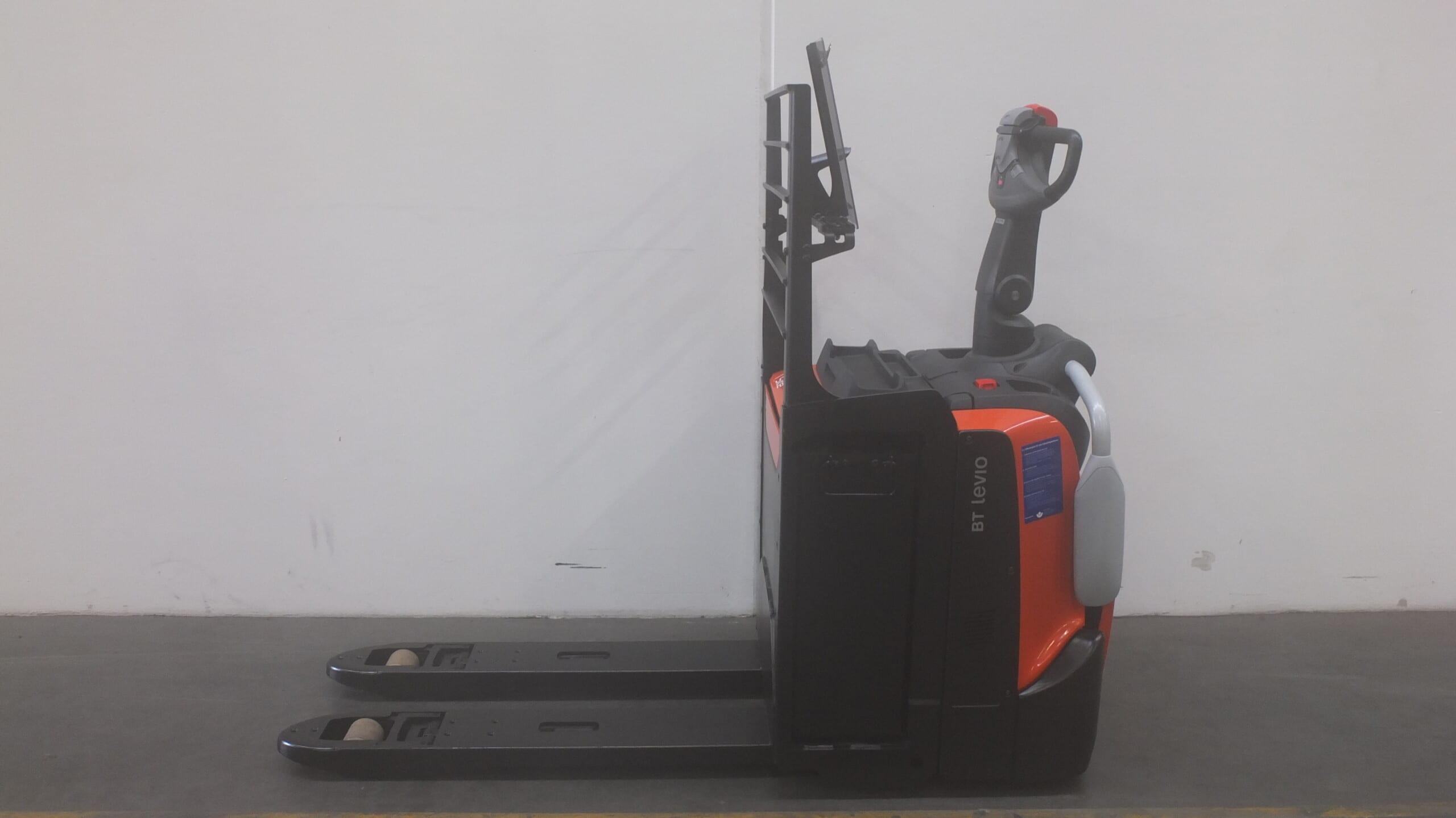 Toyota-Gabelstapler-59840 1809003929 1 scaled