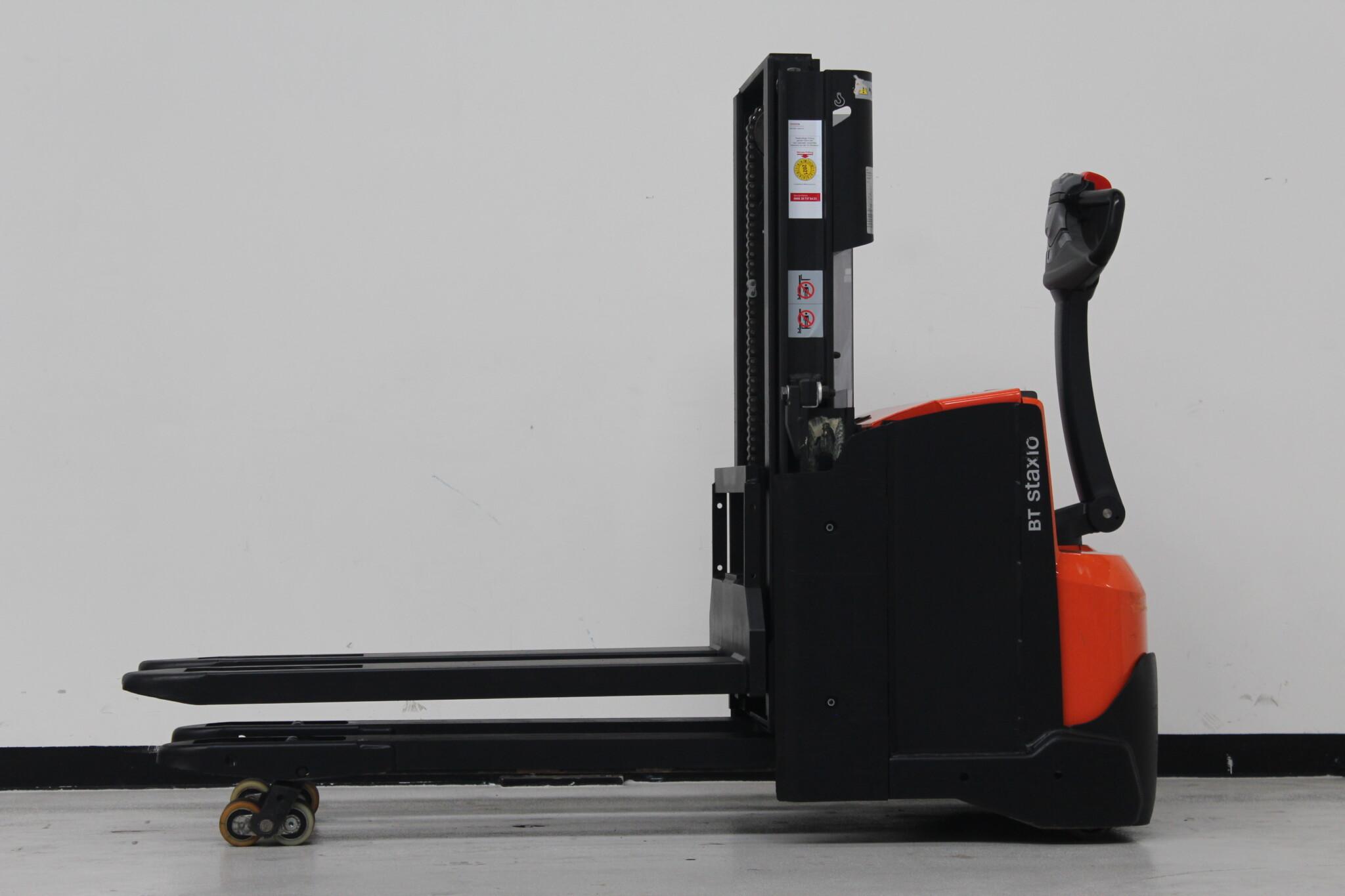Toyota-Gabelstapler-59840 1809025164 1 scaled
