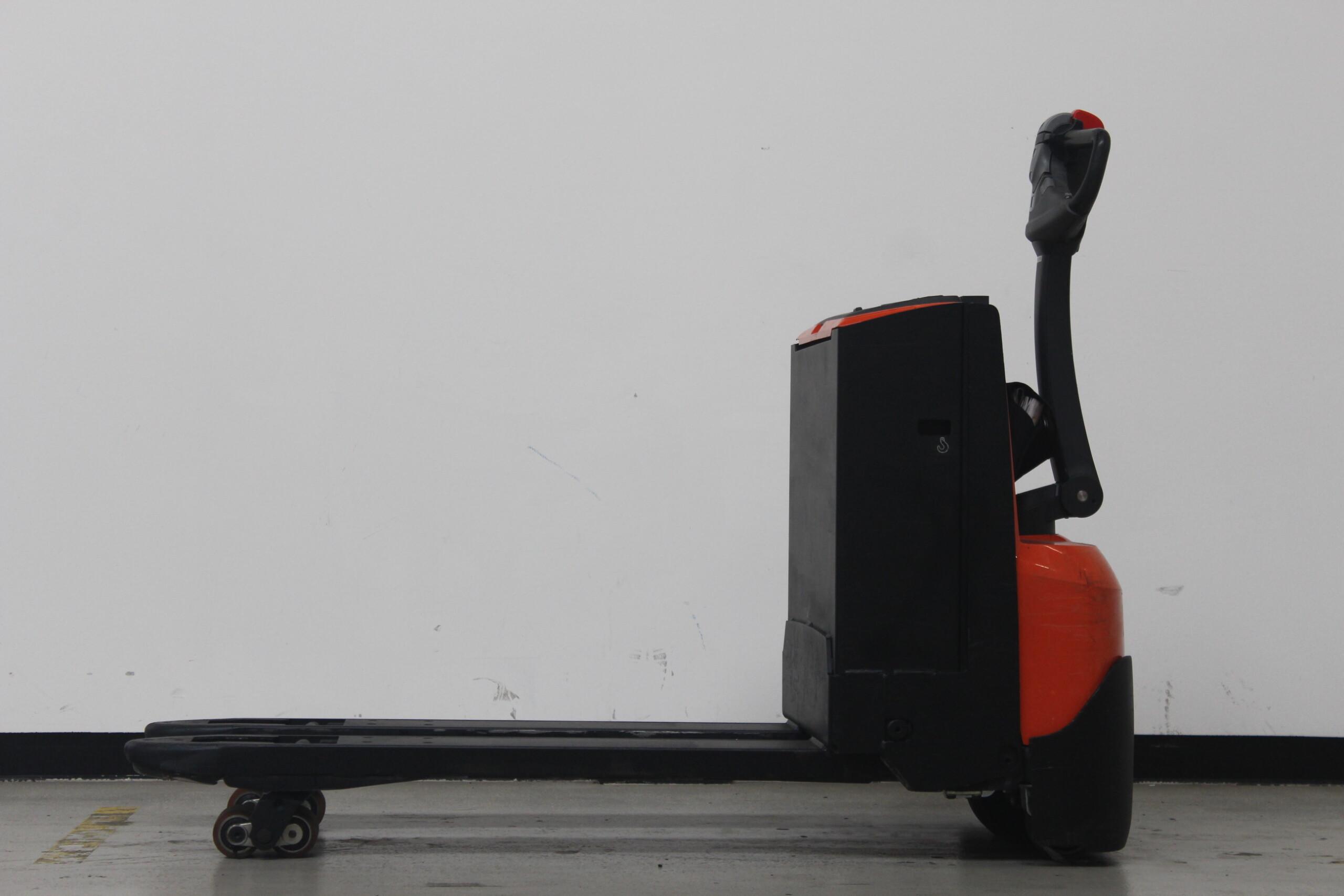 Toyota-Gabelstapler-59840 1810020980 1 72 scaled