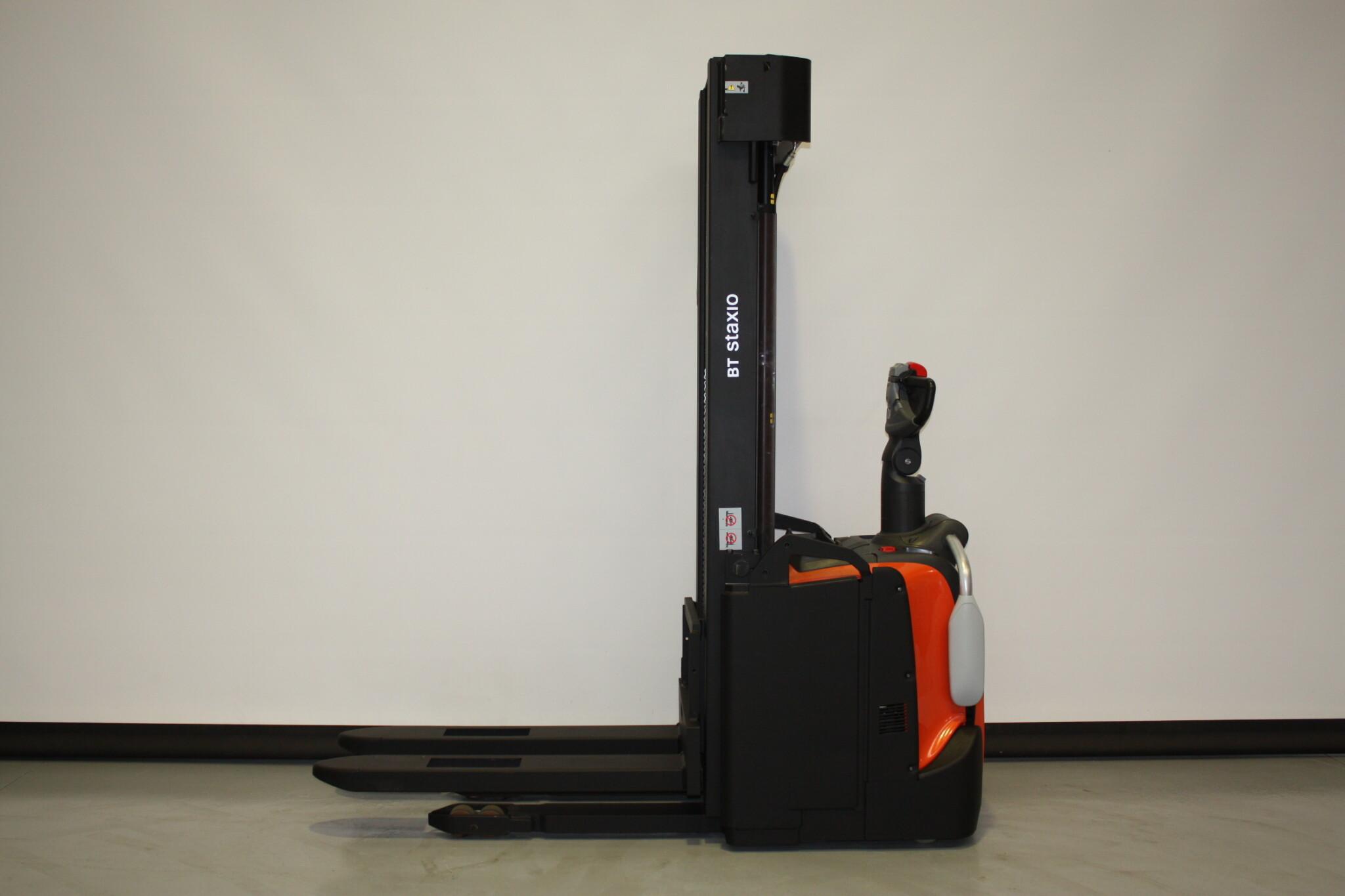 Toyota-Gabelstapler-59840 1901026451 1 scaled
