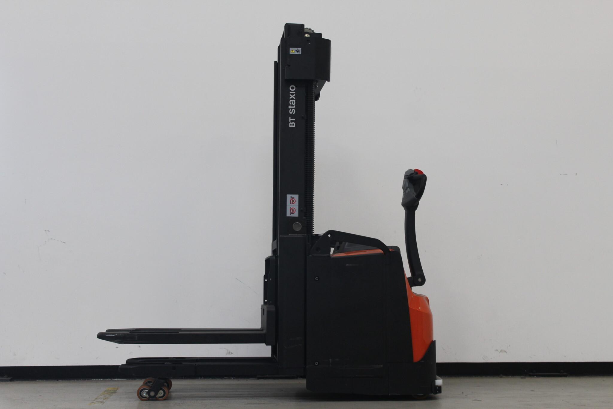 Toyota-Gabelstapler-59840 1906012049 1 scaled
