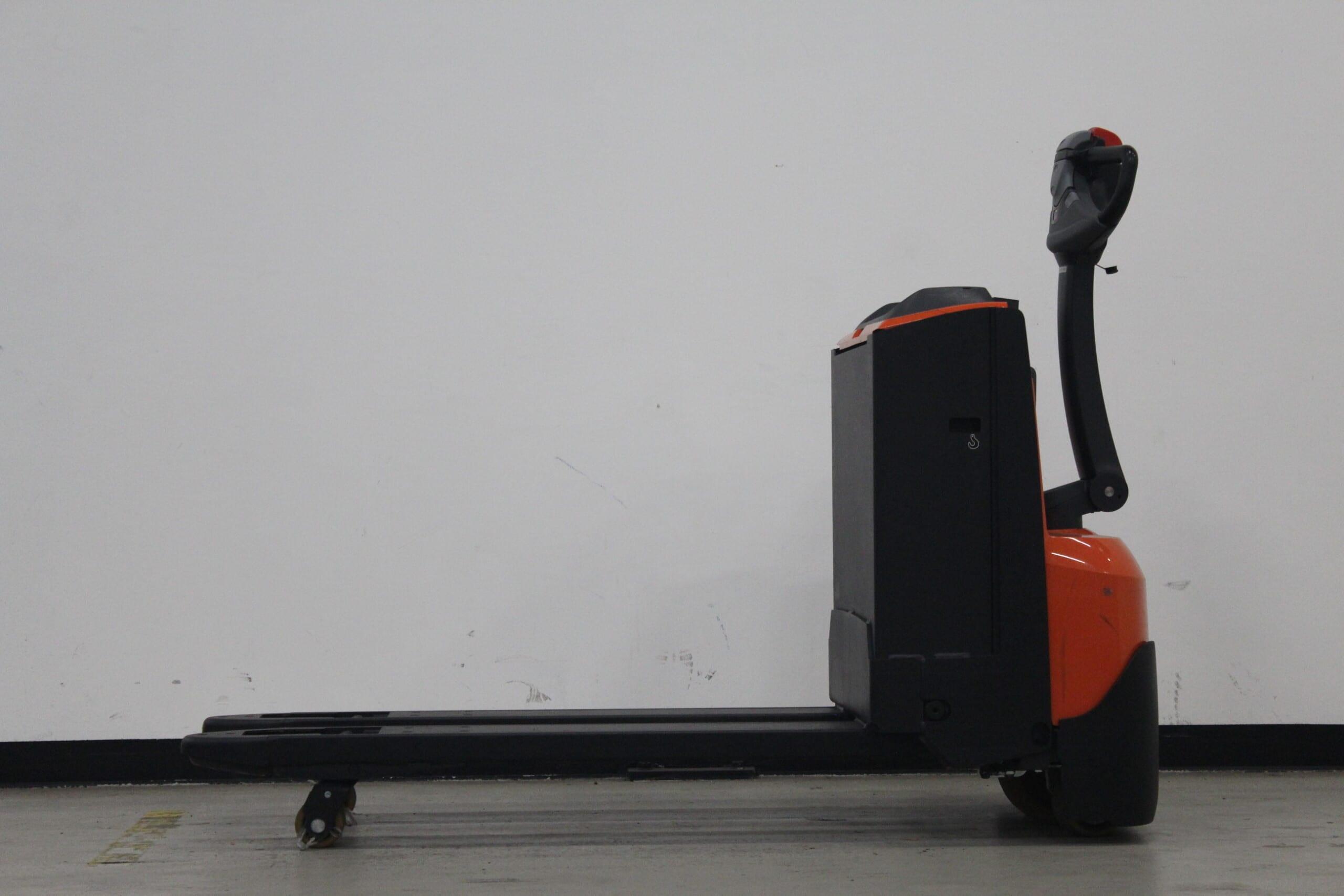 Toyota-Gabelstapler-59840 1912002977 1 scaled