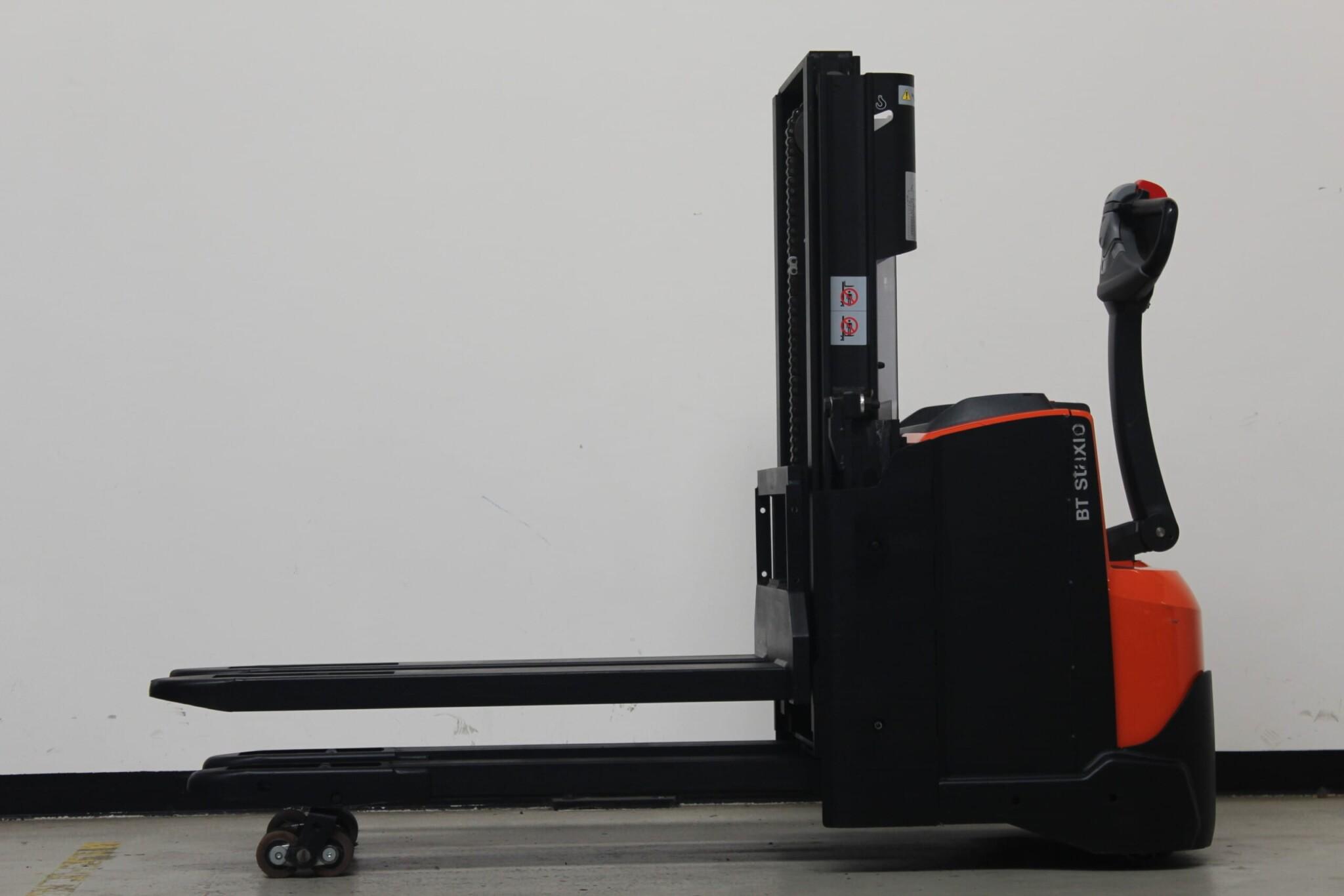 Toyota-Gabelstapler-59840 1912013695 1 scaled