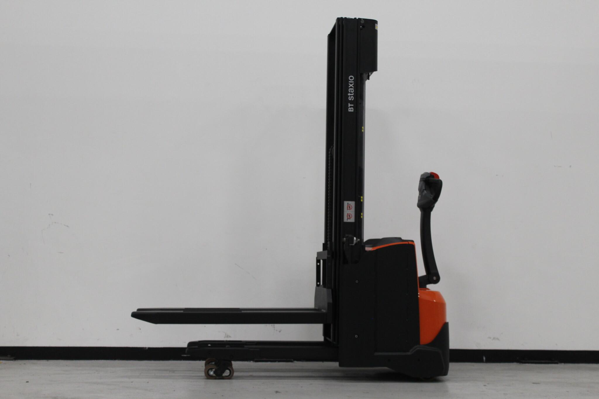 Toyota-Gabelstapler-59840 2011019959 1 scaled