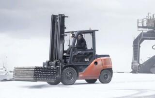 Toyota-Gabelstapler-ITL Gabelstapler Blog Zubehoer Winter Gabelstapler Hubwagen Flurfoerderzeuge Schneeketten 1