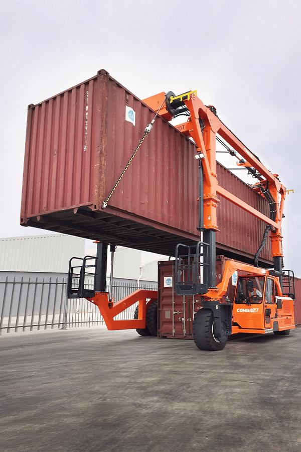 ITL-Gabelstapler-Saarland-Combilift-Straddle-Carrier-Containerstapler-Reachstacker-7