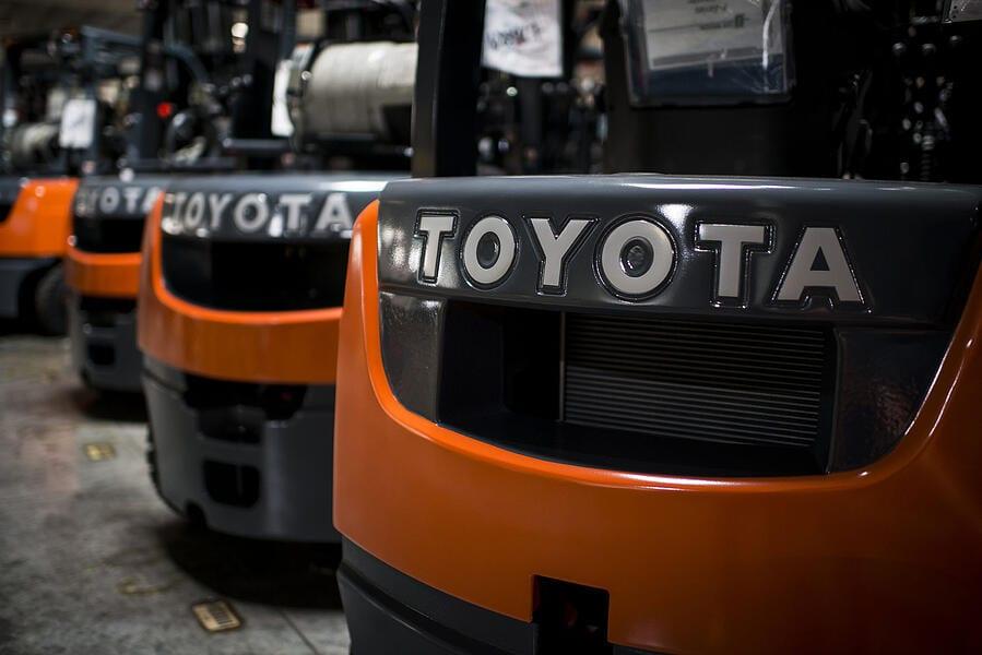 Toyota-Gabelstapler-ITL Lagertechnik Blog Toyota Ladegeraet Palette Elektro Gabelstapler Elektro Hubwagen Schutz 2