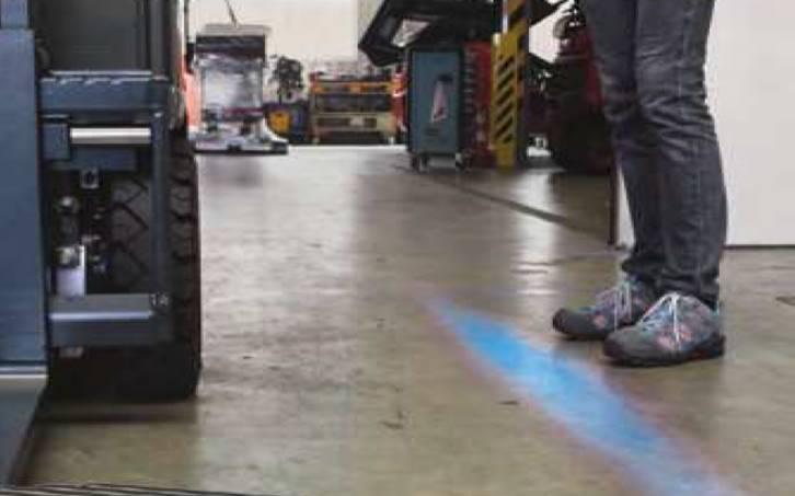 Toyota-Gabelstapler-ITL Lagertechnik Blog Toyota Warnzonenlampe fuer Gabelstapler Schubmaststapler Sicherheit 3