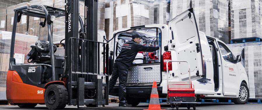 Toyota-Gabelstapler-ITL Lagertechnik Blog Toyota smart Trucks vernetzte Gabelstapler Hubwagen Flurfoerderzeug was macht einen stapler smart 3