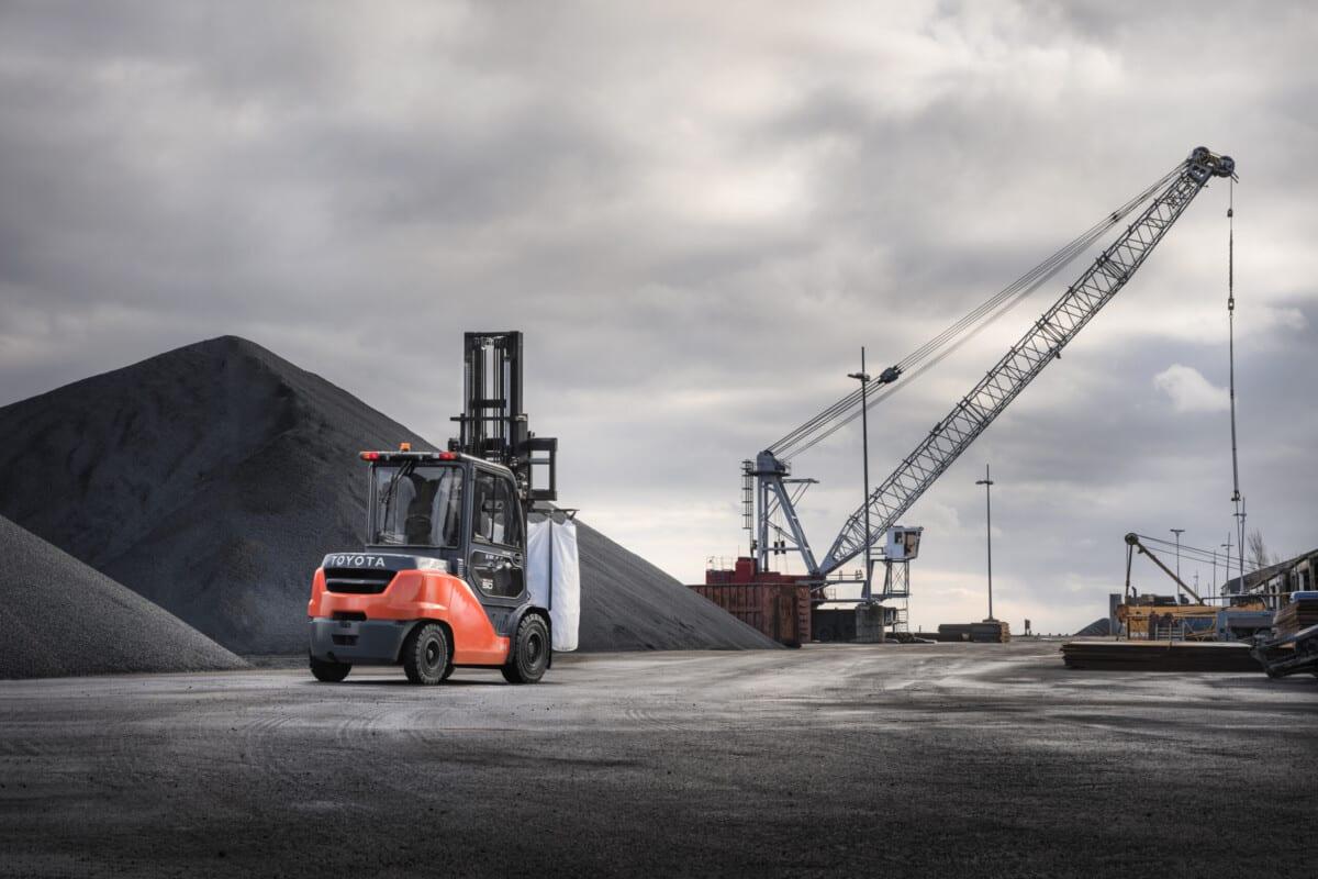 Toyota-Gabelstapler-ITL Lagertechnik Blog mechanische Schaufel fuer Gabelstapler 2 scaled