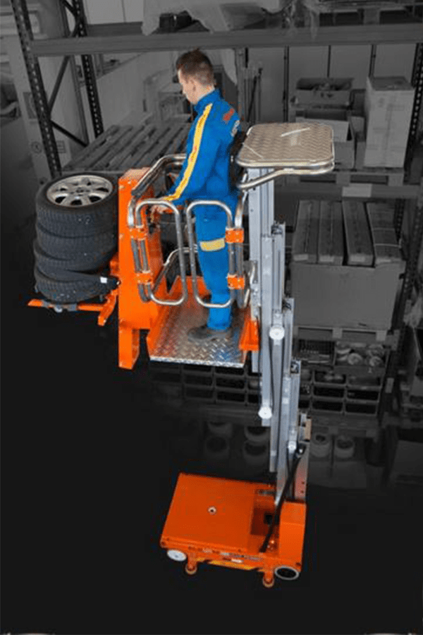 Toyota-Gabelstapler-ITL Lagertechnik Faraone Elevah 65 FL Picking Hebebühne 3 Detailansicht