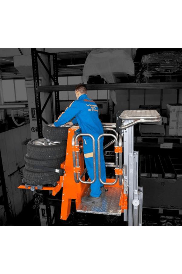 Toyota-Gabelstapler-ITL Lagertechnik Faraone Elevah 65 FL Picking Hebebühne 4 Detailansicht