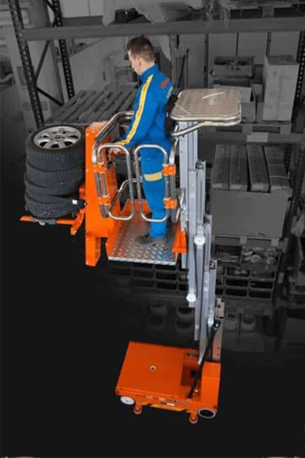 Toyota-Gabelstapler-ITL Lagertechnik Faraone Elevah 65 FL Picking Hebebuehne 3 Detailansicht